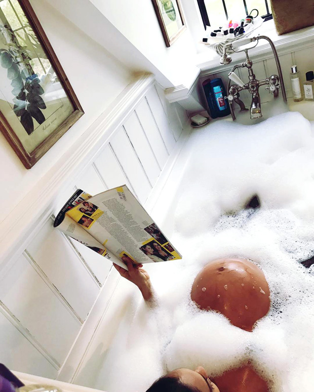 Lisa Haydon poses nude in bathtub, flaunts her baby bump