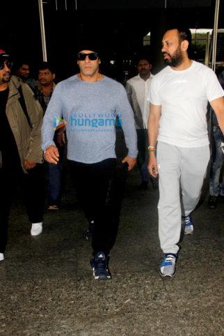 Salman Khan returns from Da-bangg Tour Concert in New Zealand