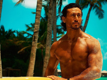 HOT! Tiger Shroff looks sexy as he gives us a glimpse of his beach workouts-1
