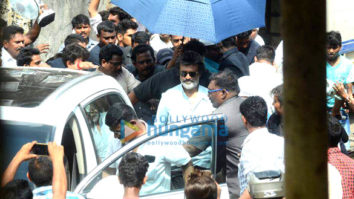 Rajnikanth snapped shooting on the streets of Mumbai today