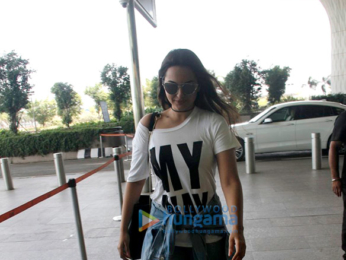 Varun Dhawan, Sonakshi Sinha and others snapped at the airport