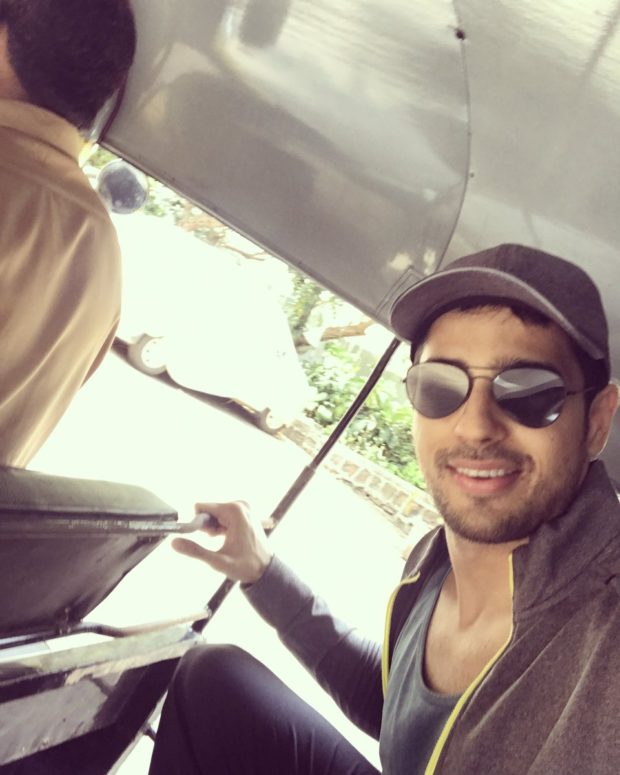Bollywood actors who travel in public transport 7