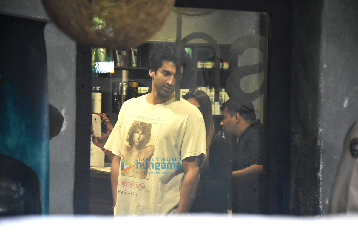 Aditya roy kapur snapped at hakim aalim s salon in bandra for Aalim hakim salon