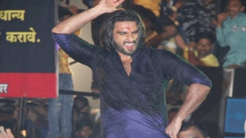 WATCH Ranveer Singh creates fan frenzy while dancing to 'Malhari' at Dahi Handi celebrations1