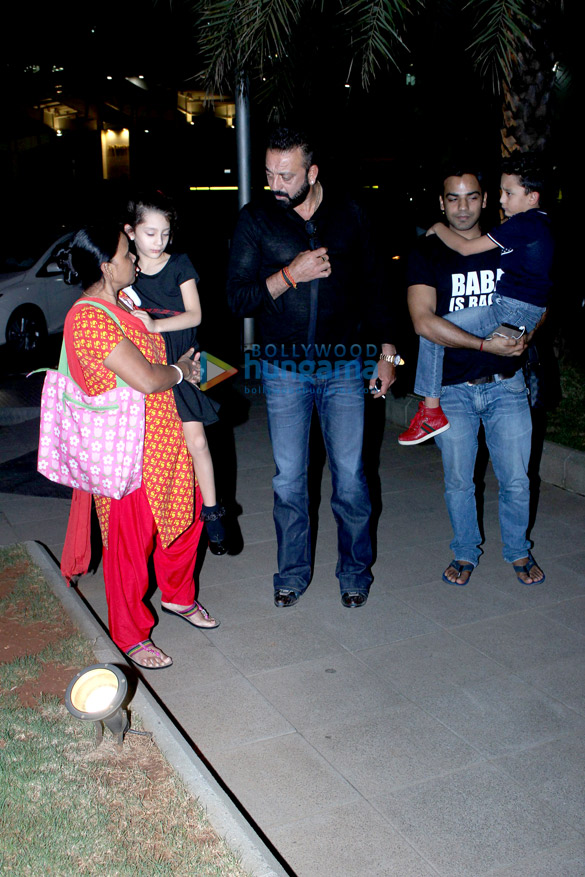 Sanjay Dutt and Manyata Dutt snapped with their kids | Iqra