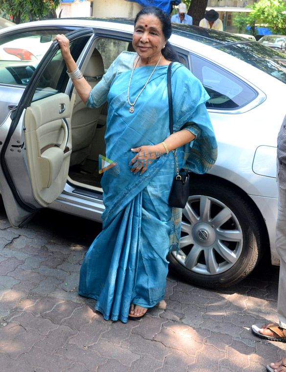 Asha Bhosle spotted at dubbing studio in Bandra