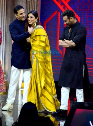 Team of Golmaal Again promote their film on the sets of 'The Great Indian Laughter Challenge'