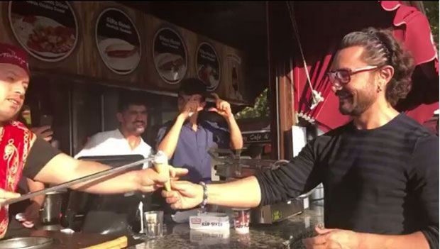 Watch Aamir Khan gets tricked by Turkish ice cream vendor