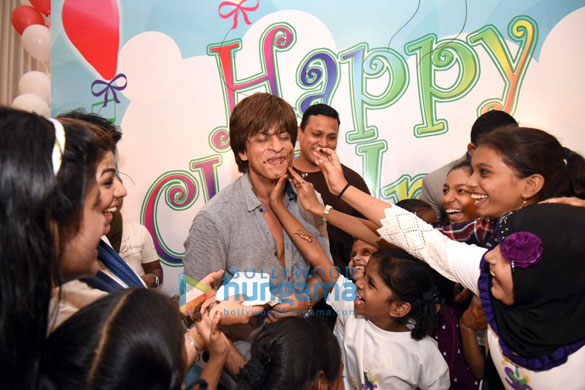 Cake smeared on Shah Rukh Khan1