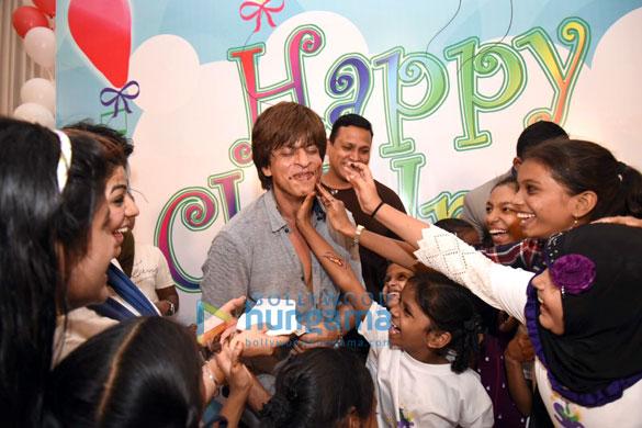 Cake smeared on Shah Rukh Khan1
