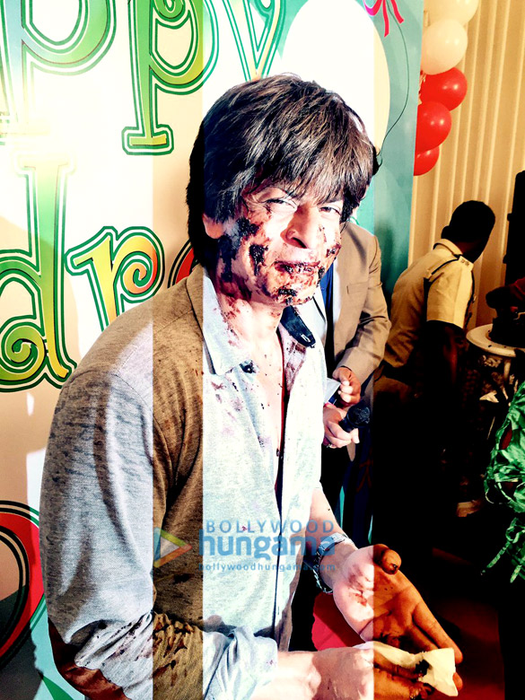 Cake smeared on Shah Rukh Khan4