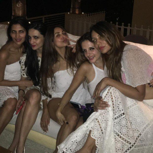 INSIDE PHOTOS Deepika Padukone, Katrina Kaif, Alia Bhatt, Karan Johar, Sidharth Malhotra and others at Shah Rukh Khan's grand birthday bash!-10