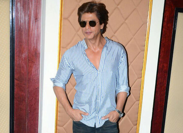 Superman shah rukh khan mobbed loved and celebrated an for Shahrukh khan t shirt brand