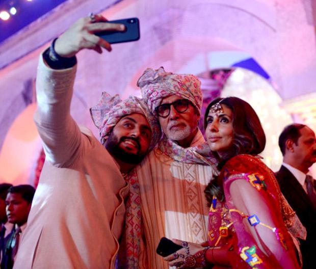 WOW! Amitabh Bachchan, Jaya Bachchan, Abhishek Bachchan, Aishwarya Rai Bachchan and Shweta Nanda attend a wedding and they all look regal! (7)
