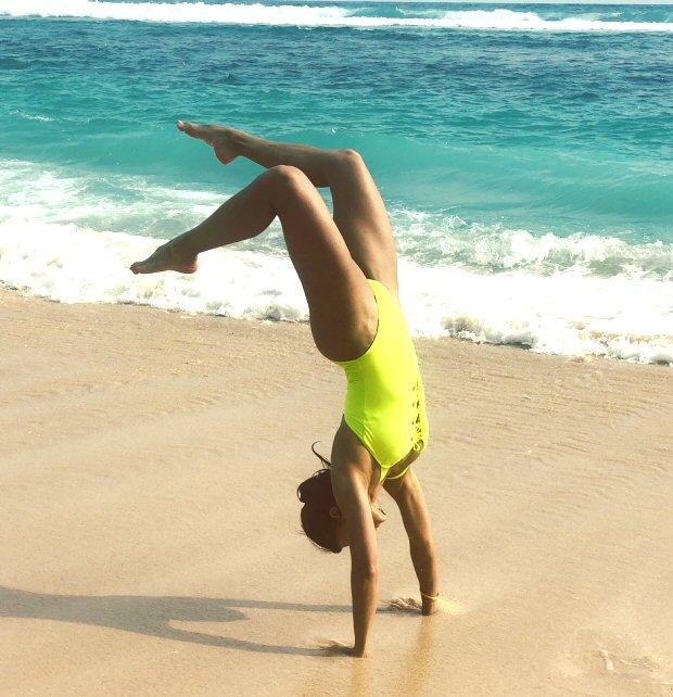 HOTNESS Jacqueline Fernandez flaunts her beach body in fluorescent swimsuit in Bali (3)