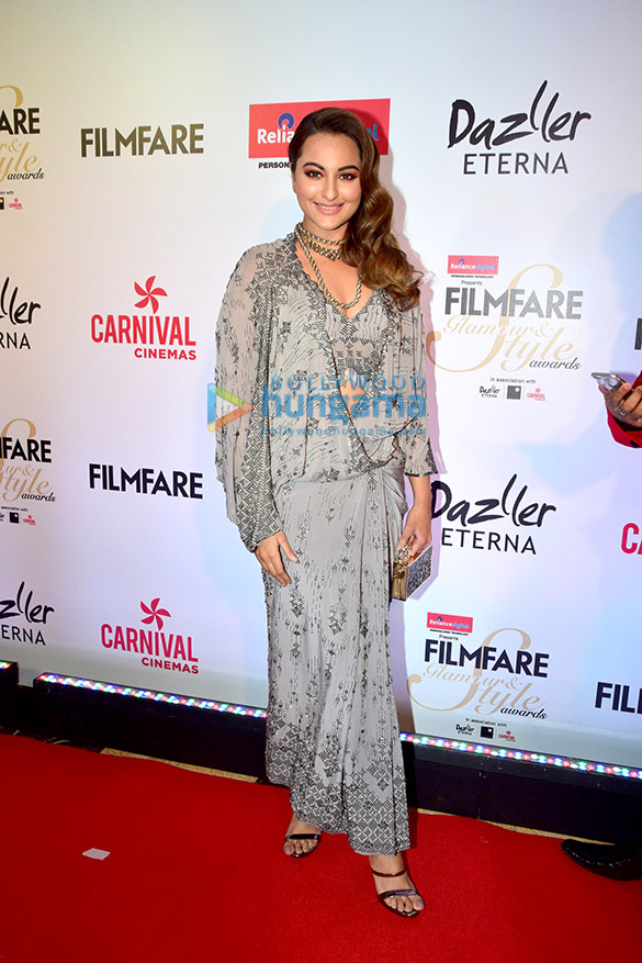 Here's what your favourite female stars wore at Filmfare Glamour and Style Awards 2017 (7)