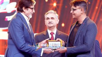Amitabh Bachchan unveils the Mumbai Police Calendar 2018