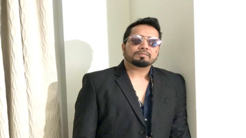 Mika Singh at the press meet for the success of song 'Aaja Sohniye'