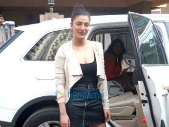 Shruti Haasan spotted at a friends place in Bandra