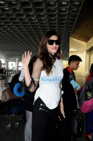 Sonam Kapoor, Kriti Sanon and others snapped at the airport