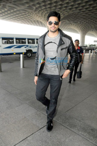 Sidharth Malhotra, Shamita Shetty and others snapped at the airport