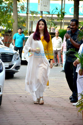 Celebs attend Shammi Anuty's prayer meet