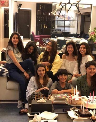 Janhvi Kapoor re-unites with Kapoor family big time, follows Anshula on Instagram