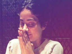 Janhvi Kapoor prays at dinner with her Dhadak gang -01