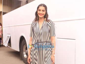 Kareena Kapoor Khan, Sonam Kapoor, Swara Bhaskar and Shikha Talsania spotted at Mehboob studio in Bandra