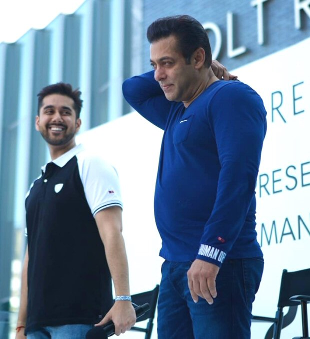 Salman Khan reunites with Dr Cabbie actor Vinay Virmani in Toronto