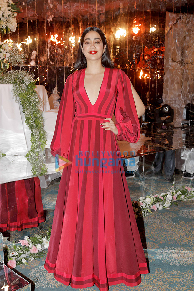 Janhvi Kapoor in Manish Malhotra for the Festive Junction Show (1)