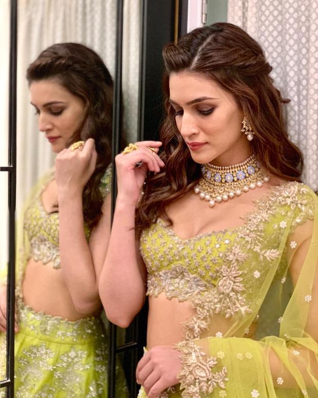 Kriti Sanon in Anushree Reddy for Diwali 2018 bash (2)