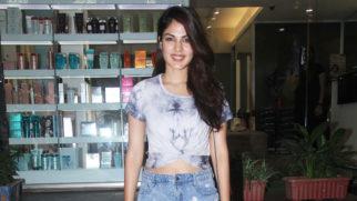 WATCH Rhea Chakraborty Spotted at Juice Salon Mumbai (2)