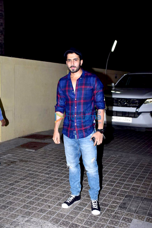 Janhvi Kapoor, Sara Ali Khan and others grace the special screening of 'Kedarnath' (17)