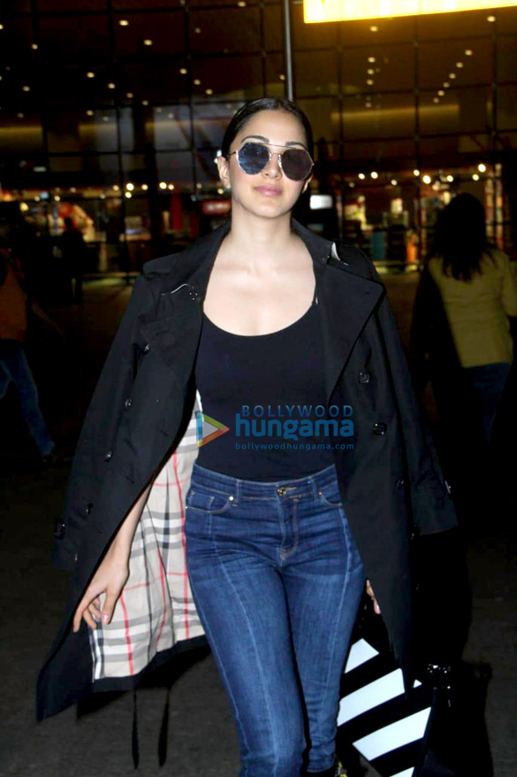 Sara Ali Khan, Sushant Singh Rajput, Sonnalli Seygall and others snapped at the airport (1)